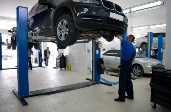 услуги по ремонту и обслуживанию автомобиля